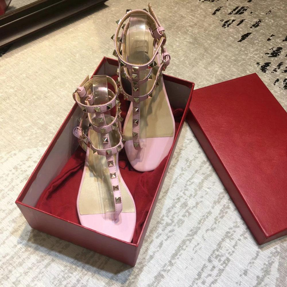 Sandales Hot Sale-NER Luxe Chaussures Femmes rivet Concepteurs Slipper Lady plate-forme Diaporama Styliste clouté sandale