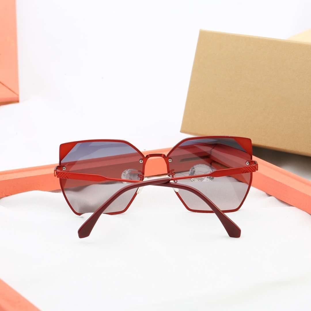 إمرأة مصمم النظارات الشمسية للمرأة النسائية العلامة التجارية النظارات الشمسية UV400 7907 5 خيارات اللون عالية الجودة مع صندوق الساخن