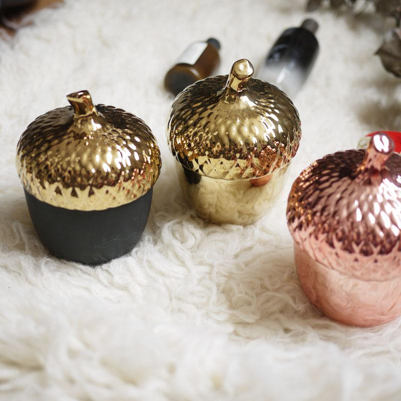 Creative Gold Pine Cone Ceramic Sealing Jar Kitchen Tea, Sugar, Spice Storage Tank Home Storage Decoration 12.5*10CM SH190925