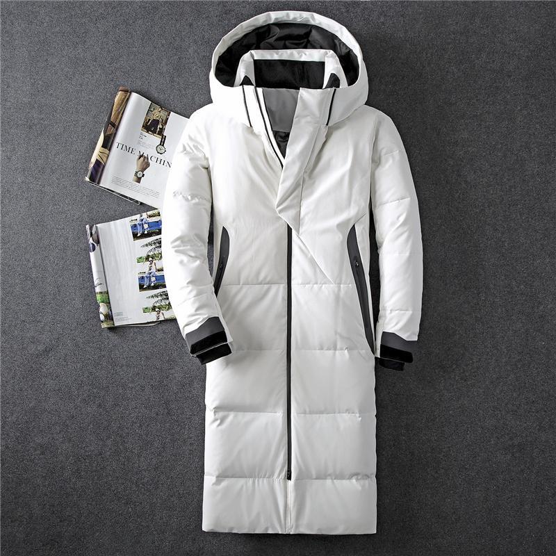 2019 Invierno Nueva abajo de la chaqueta de los hombres del 90% de pato blanco abajo Hombres X-larga sección informal engrosamiento caliente Jóvenes Hombres con capucha de Down Escudo Y200107
