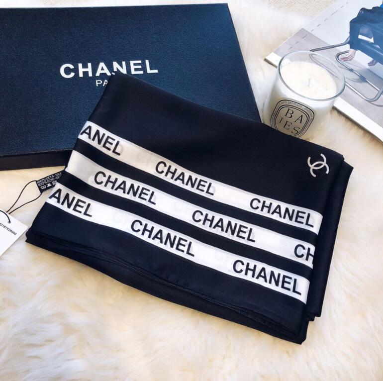 2020 hohe Qualität klassischen europäischen und amerikanischen Luxus-heiße Art Designer Seide druckte Schal elegante Dame Wrap Schal VV01