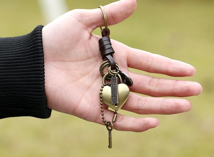 Yaratıcı Anahtar Kilit Anahtarlık Moda Retro Charm Punk Anahtarlık Erkekler Takı Araba Anahtarı Sırt Çantası Benzersiz Akse ...