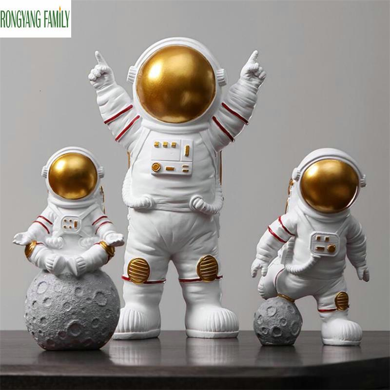 European Astronaut Statue Home Character Sculpture Cosmonaut Hero Office Decor Miniatures Model Creative Figure Figurines Crafts T200619