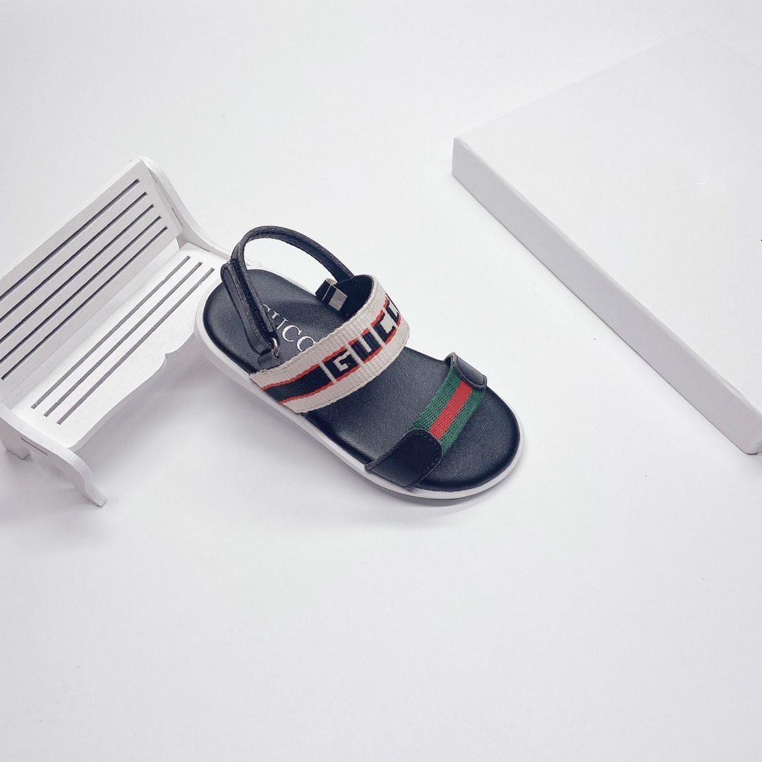 Nuovi sandali Ragazzi e ragazze modello alla moda dei sandali di alta qualità casuali dei bambini Estate 032815