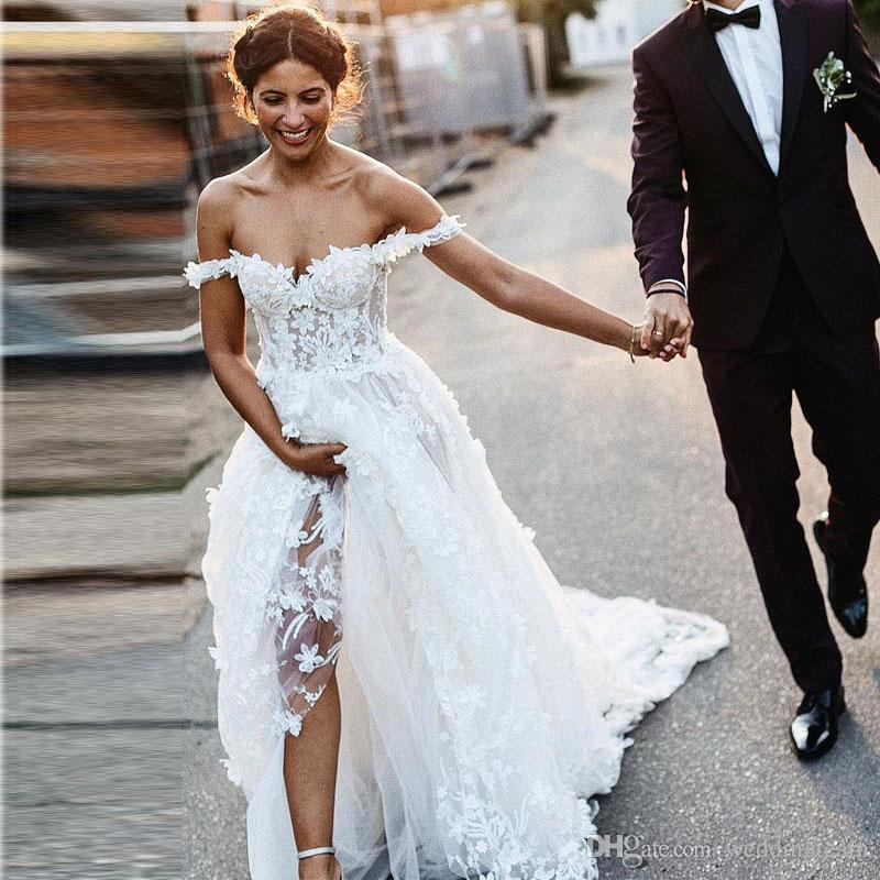 Increíble una línea de vestidos de novia de encaje fuera del hombro 3D apliques vestidos de novia bohemios Sweep Train Tulle vestido de novia