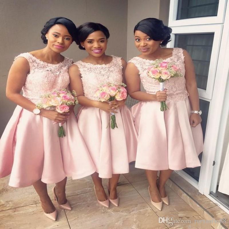 Moderno 2019 cor-de-rosa curta dama de honra curta veste uma linha apliqueira jóia aquecida cetim joelho comprimento dama de honra vestido de convidado de casamento