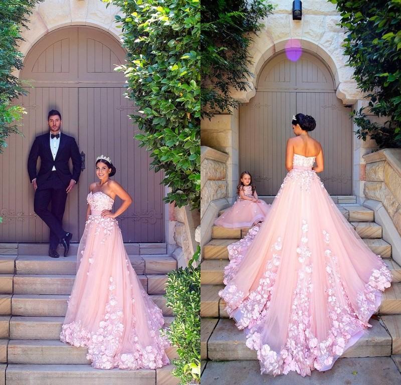 2019 Erstaunliche arabische Tüll und Organza Rosa Prom Kleider Luxus handgefertigte Blumen lange Mutter und Tochter Kleider Vestidos