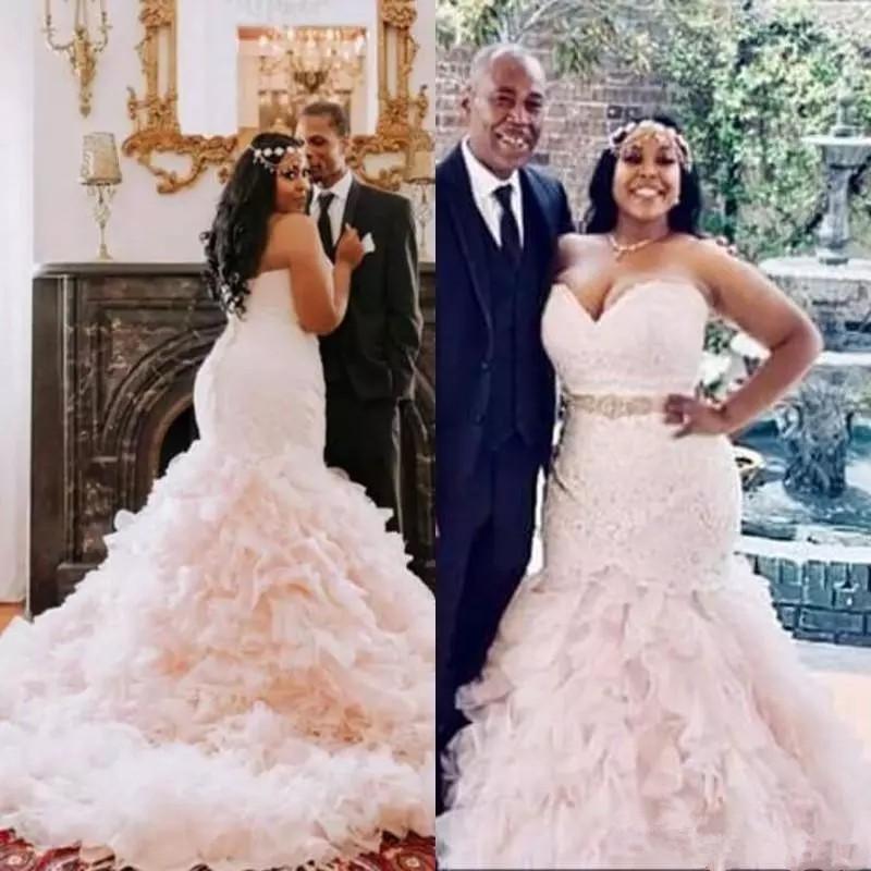 Плюс Размер Русалка Свадебное Платье Ремень Из Бисера 2018 Милая Скромный Розовый Рюшами Юбка Кантри Африканский Свадебное платье