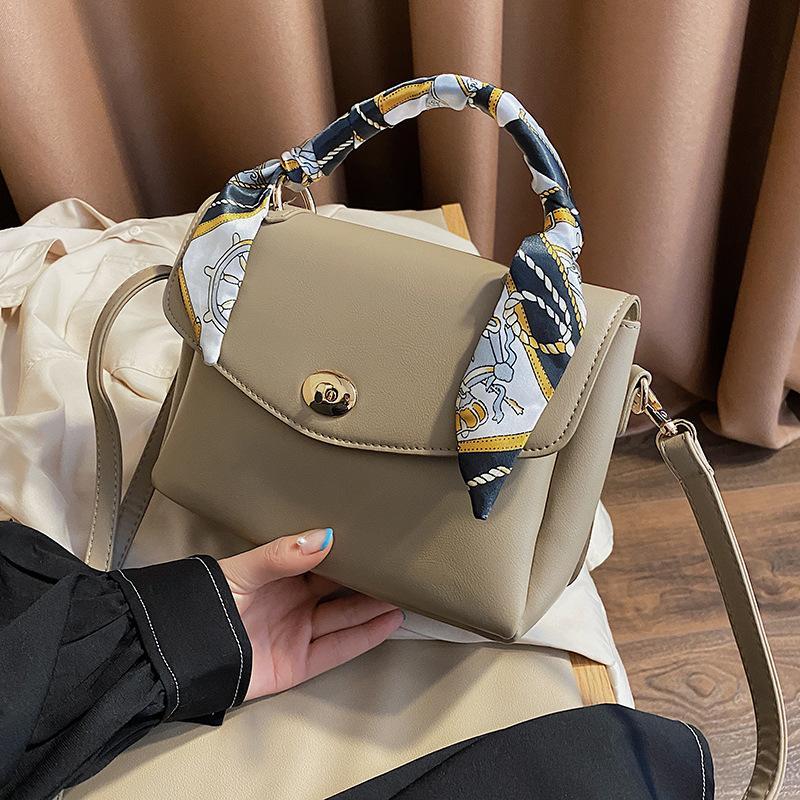 Das neue Trend Handtasche Umhängetasche diagonal weibliche Schale dekoratives roter Rucksack grenzüberschreitende Netzwerk im Sommer 2020 im Auftrag von
