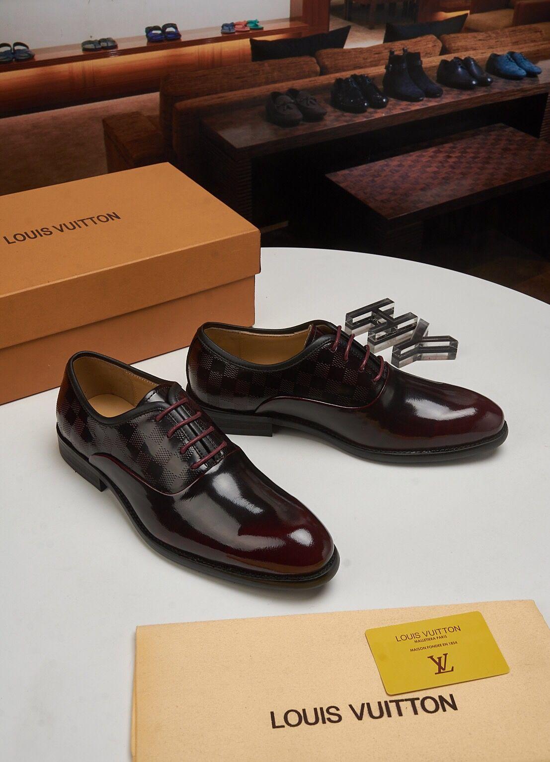 Top lussuoso 2019 Men Dress Shoes Men Scarpe formali in pelle Moda scarpe da sposa Uomini Business Casual Oxford Shoe