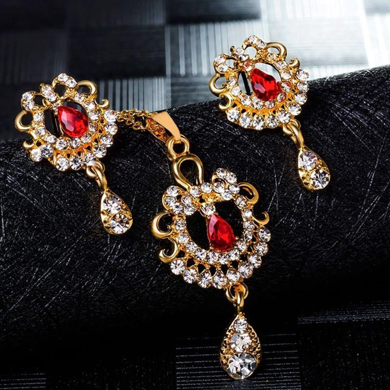 Exquisite glänzenden Strass Einfache Schmuck-Set Kristalledelstein-Blumen-Wasser-Tropfen-hängende Halskette Ohrringe Hochzeit Braut Schmuck