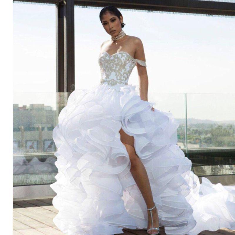 سبليت أعلى أدنى الكشكشة فساتين الزفاف قبالة الكتف الأورجانزا طبقات شاطئ فستان الزفاف زائد الحجم فستان دي noiva أثواب الزفاف مصمم