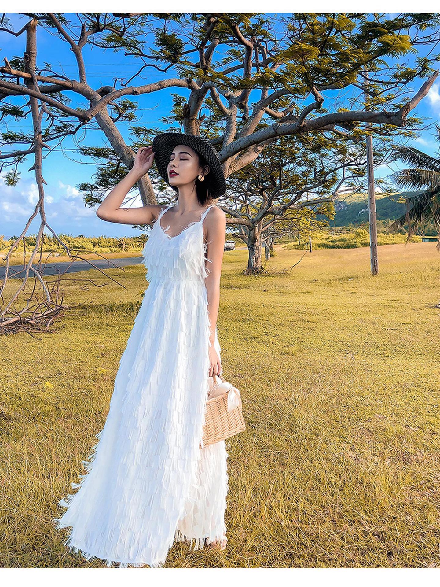 Nueva llegada Sleeveless Summer Sling vestido largo y blanco diario Vestido de mujer con cuello en V Vestidos bohemios