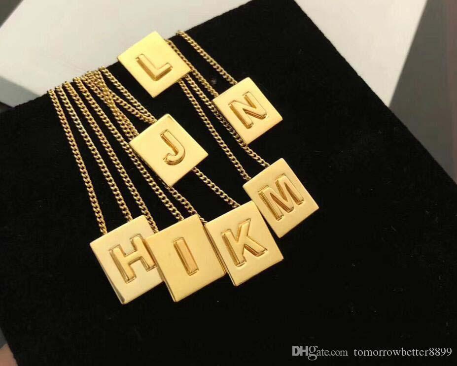 A-Z cadena cuadrada Cartas Collar de Oro Color pendiente de regalos de la joyería mujeres de los hombres Inglés letra del alfabeto