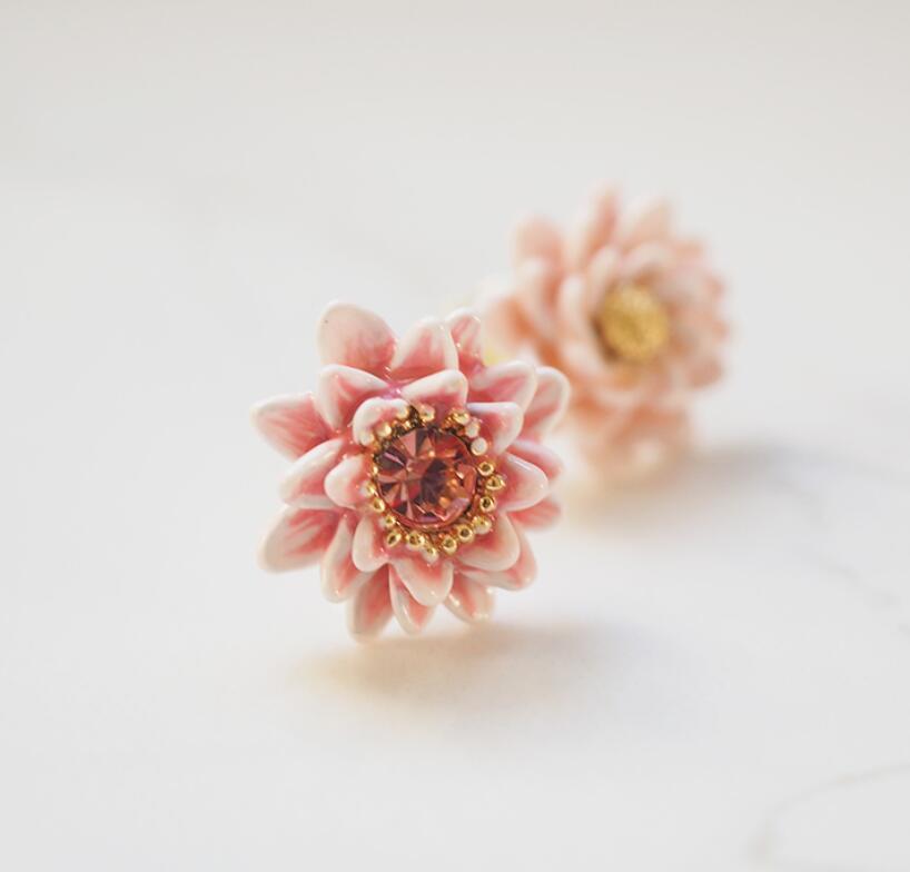 CSxjd Nueva hecha a mano de esmalte barniz rosa pendientes flor de lirio de agua