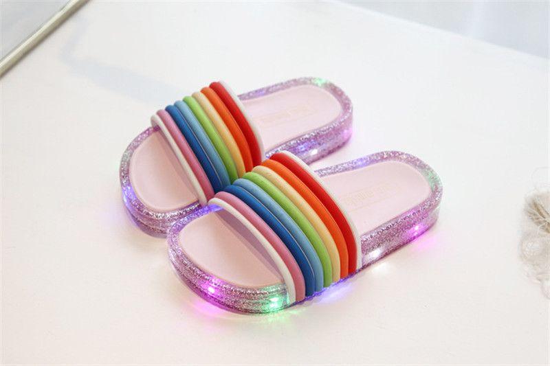 Tongs de designer INS LED Rainbow Enfants Glitter Slippers Summer Enfants Clignotant Jelly Sandales Paillettes Sandales Filles Chaussures A5801