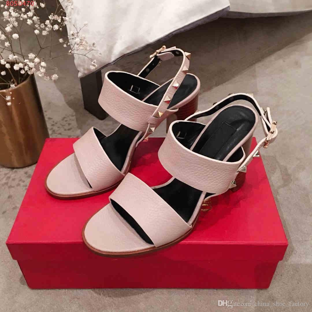 последняя конструкция для заклепок розовый и черный заклепки украшают женщин высокой пятки сандалии моды охладиться натуральная кожа женщин обувь приходят с коробкой