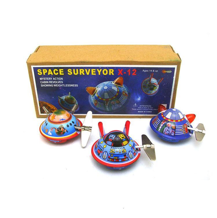 [Divertido] 3 unids / lote Colección para adultos Retro Wind up toy Metal Tin UFO nave espacial topógrafo espacial spaceman Clockwork toy vintage toy SH190913