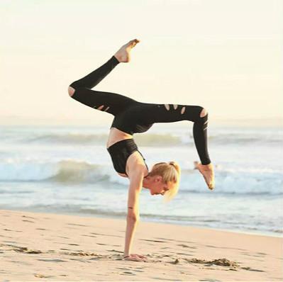 delle donne del progettista dei pantaloni di yoga Trendy scavata-fuori pantaloni strappo sexy stretto Trackpants Stretch fitness Quick Dry Sweat assorbenti Sweatpants