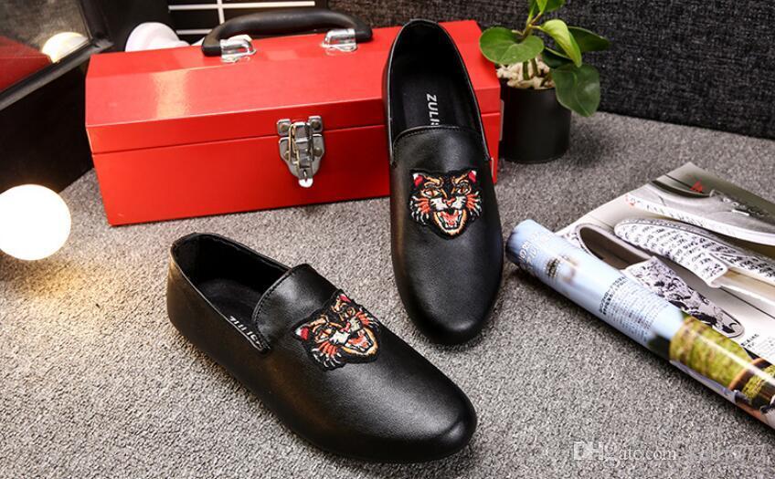 2020-superventas de los zapatos ocasionales de los nuevos hombres de la llegada de atletismo a pie de la moda al aire libre respirable los zapatos planos de los zapatos de Doug White NO025-9 negro