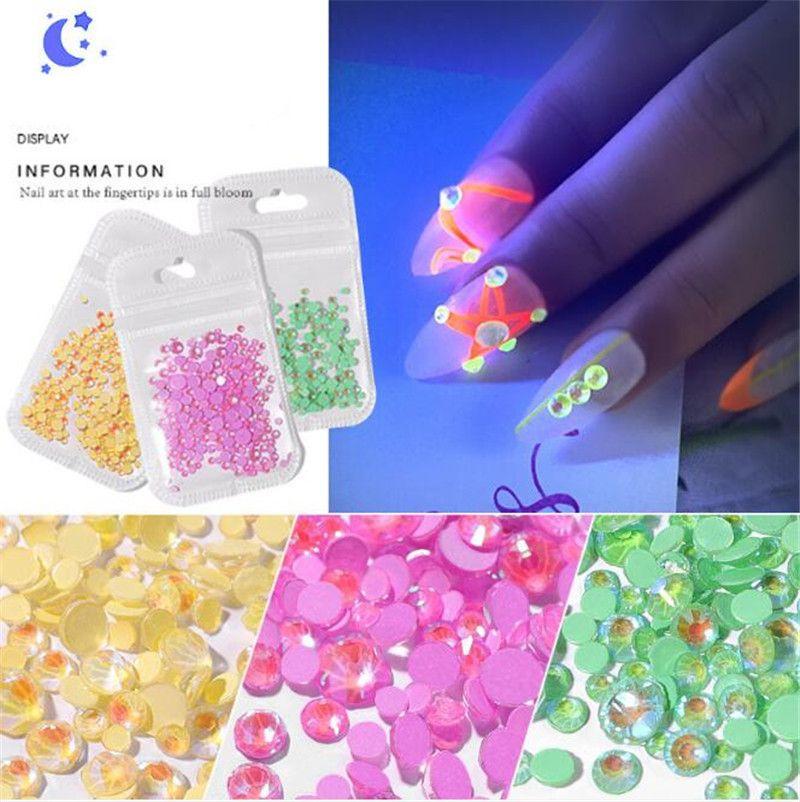 A última broca fluorescente luminosa diamante Super Flash mista multi-corte plano de fundo jóias com diamantes Nail Art Decoração 3PCS