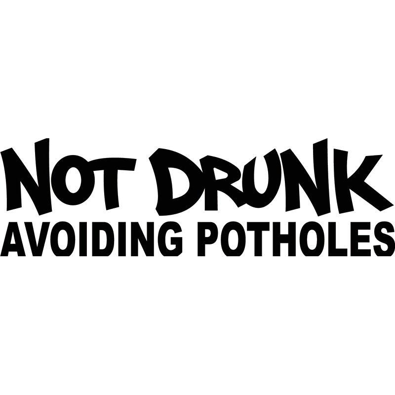 15 * 4.5cm Değil Sarhoş Avoining Potholes Çıkartması Komik Araba Vinil Sticker Komik Kişilik Karakter Vinil Sticker