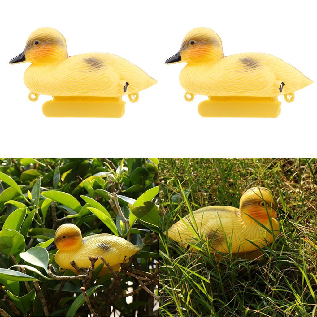 2Pack Kunststoff Baby-Ente Schwimm Decoy Gelbe Enten im Freien Garten-Teich-Verzierung