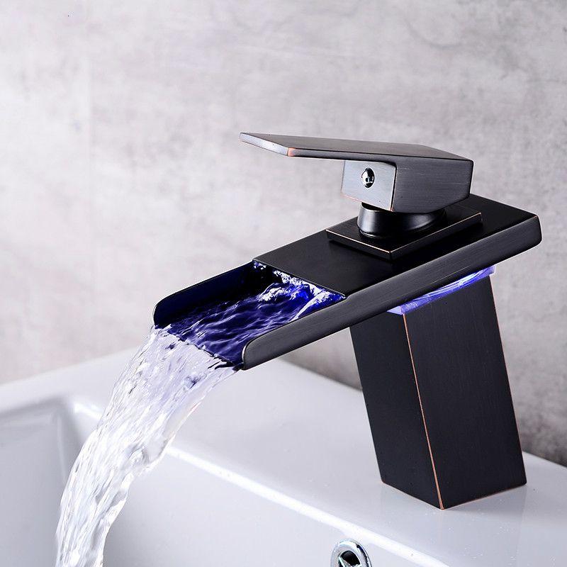 Mudança de Cor do Sensor de LED Torneira Do Banheiro Misturador Da Bacia Do Cromo Preto Cachoeira Bico de Água Fria e Quente Único Lidar Com Torneira
