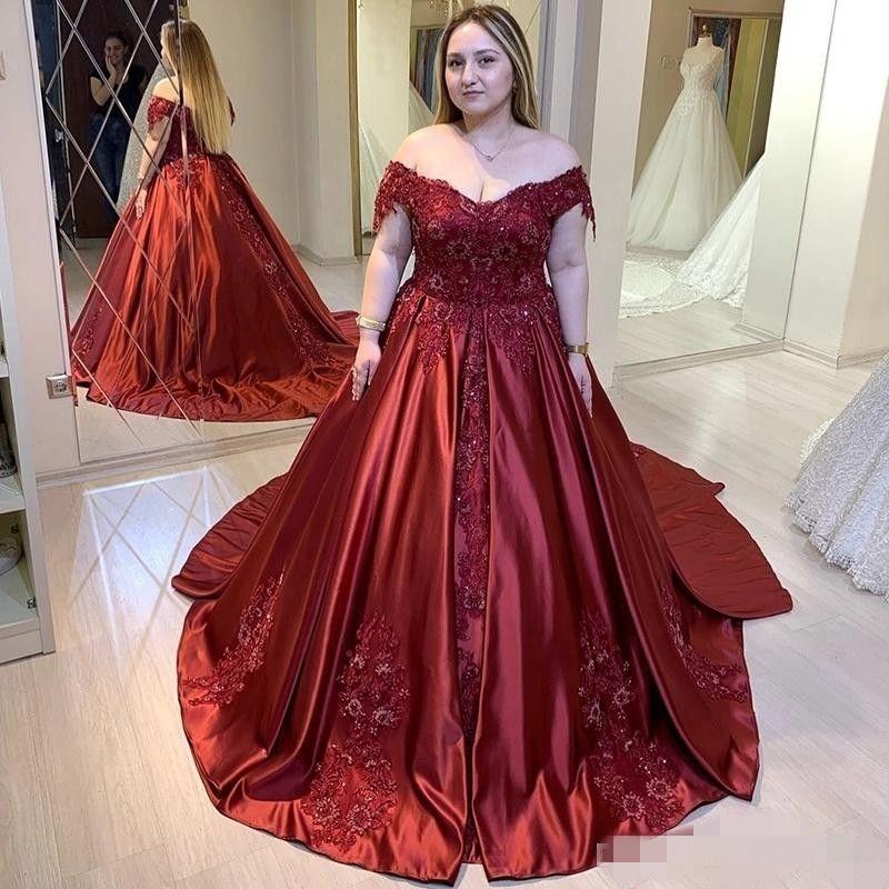 2020 Borgogna Plus Size Prom Abiti Elegante fuori dalla spalla in rilievo maniche Cap cristallo raso su ordine di laurea sera di sfera