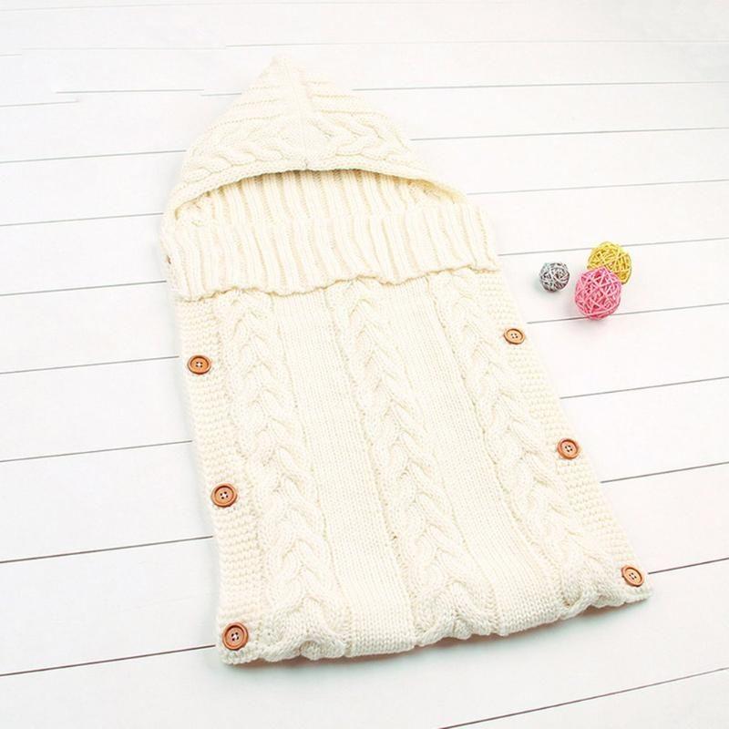 Botón caliente del invierno del bebé Mantas de madera borla casquillo del suéter de los recién nacidos que hace punto del saco de dormir del bebé de empañar Wrap Saco de dormir