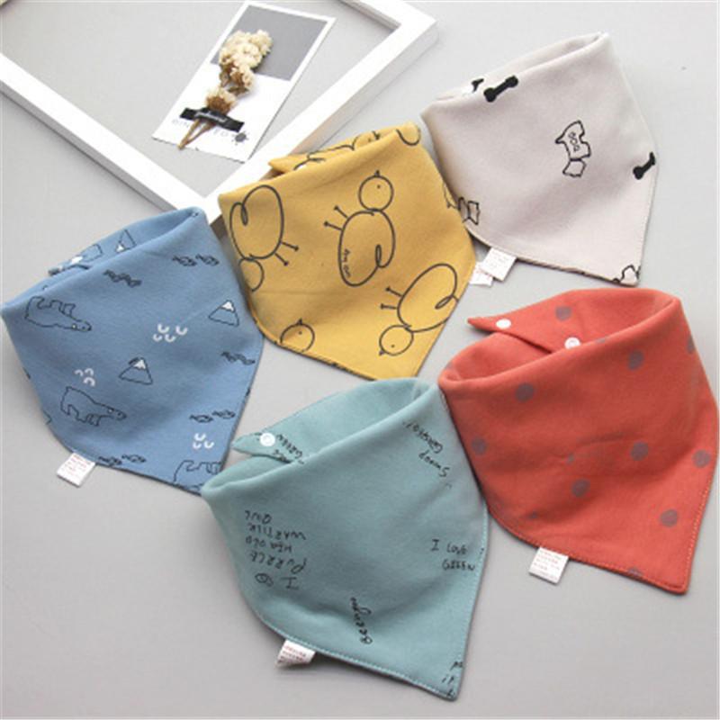 Babero de algodón doble triangular 5 piezas / lote Toalla de saliva con estampado de dibujos animados Bebé niños Niñas Delantal de alimentación Algodón