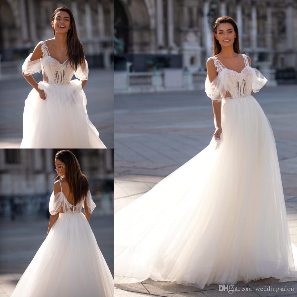 Romântico A Linha frisada Backless vestidos de casamento Appliqued fora do ombro vestidos de noiva Tulle Sweep Trem robe de mariée