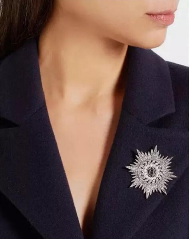 Moda-tam matkap podyum barok beş köşeli yıldız B mektup broş broş ceket kar tanesi pimi aksesuarları toptan