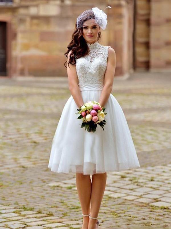Mariage court élégant Robes d'été à col ouvert Retour guipure et longueur du genou Tulle Robes de mariée Princesse
