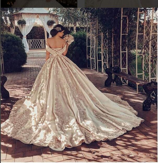 Off Shoulder Lace Appliques Luxurious Wedding Dresses Formal Short Sleeves Bridal Gowns Custom 2019 Robe de Marriage Customized Dubai