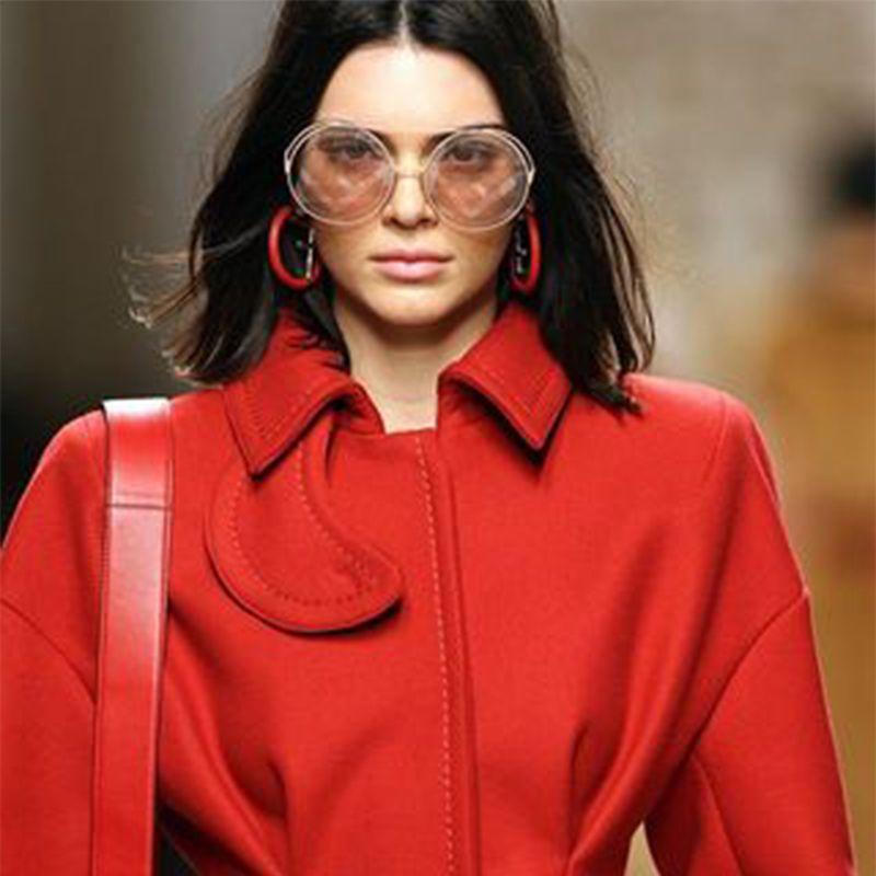 Mujeres F Carta de lujo para el diseñador de fiestas El más nuevo cuelga para concierto de fiesta Moda para mujer cuelga Rhinestone Stud Earrings