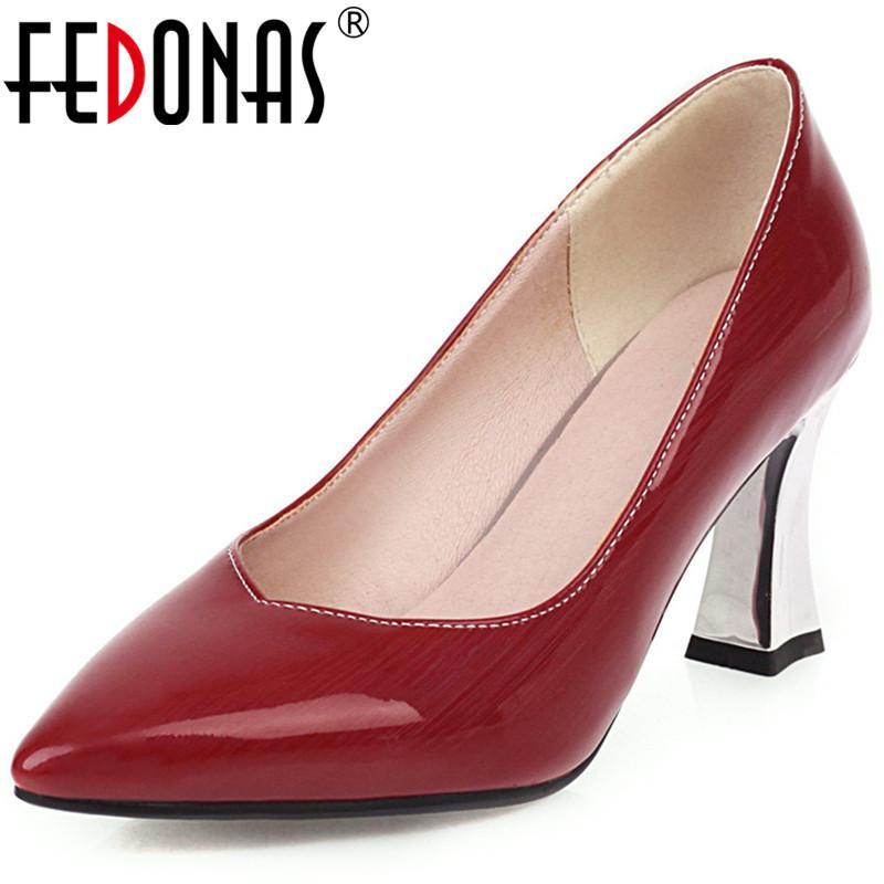 Fedonas New 2020 Top qualité Femmes lourd Metal Party Heeled Pompes Printemps Été brillant classique en cuir point Toe Shoes Femme