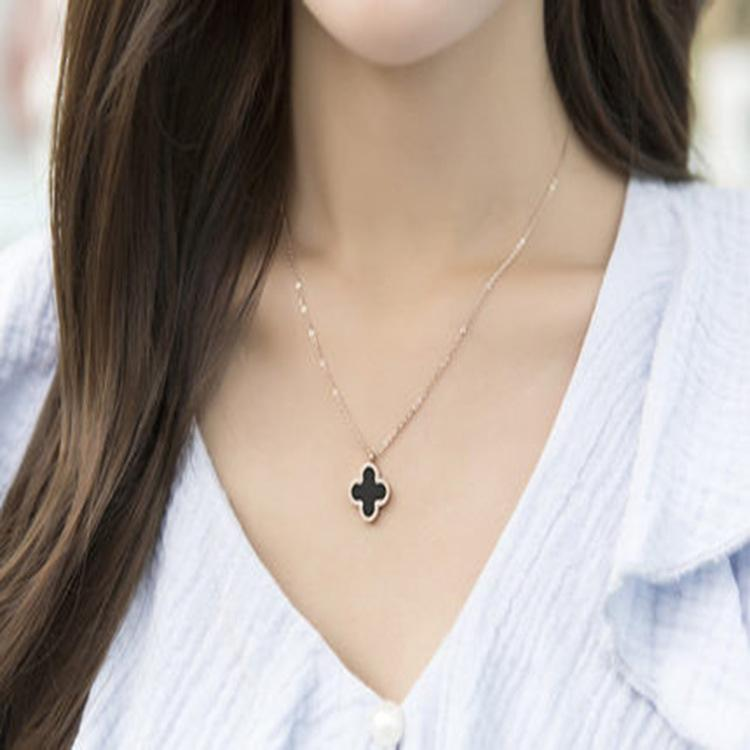 Version coréenne de la chaîne de clavicule femelle collier double face trèfle à quatre feuilles d'or rose bijoux une génération d'usine directe en gros