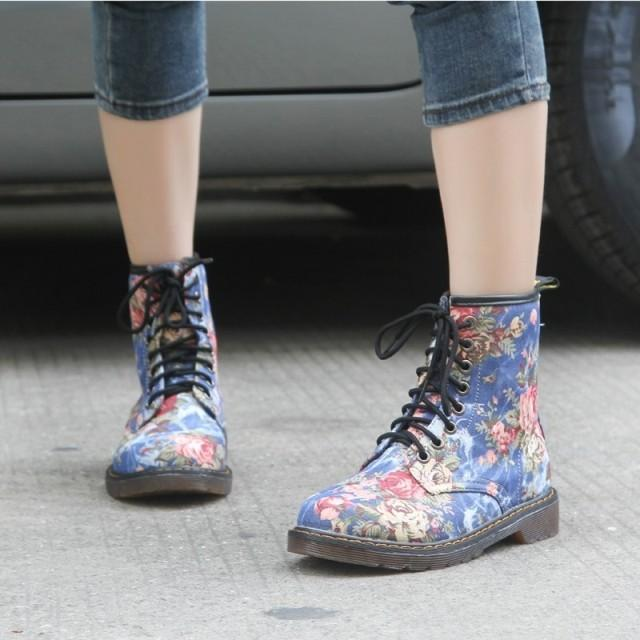 Women's shoes 2019 Western cowboy style Europe and America handsome retro small floral flat with boots high help  boots