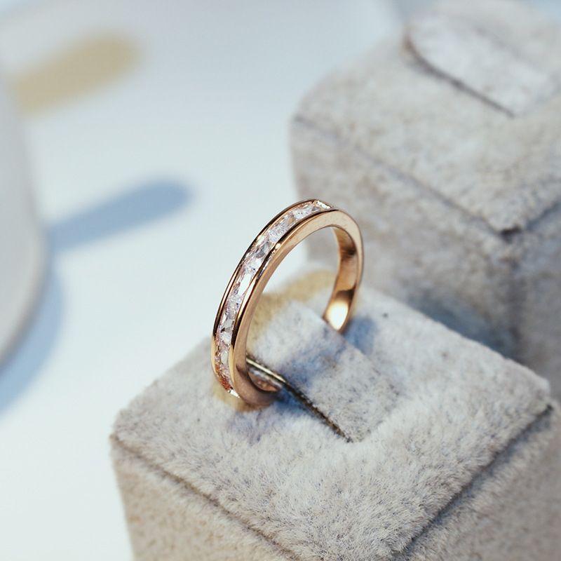 Il nuovo anello intarsiato zircone moda design classico rosa 18 carati placcato in oro temperamento di lusso femminile anello anello gioielli regalo di San Valentino