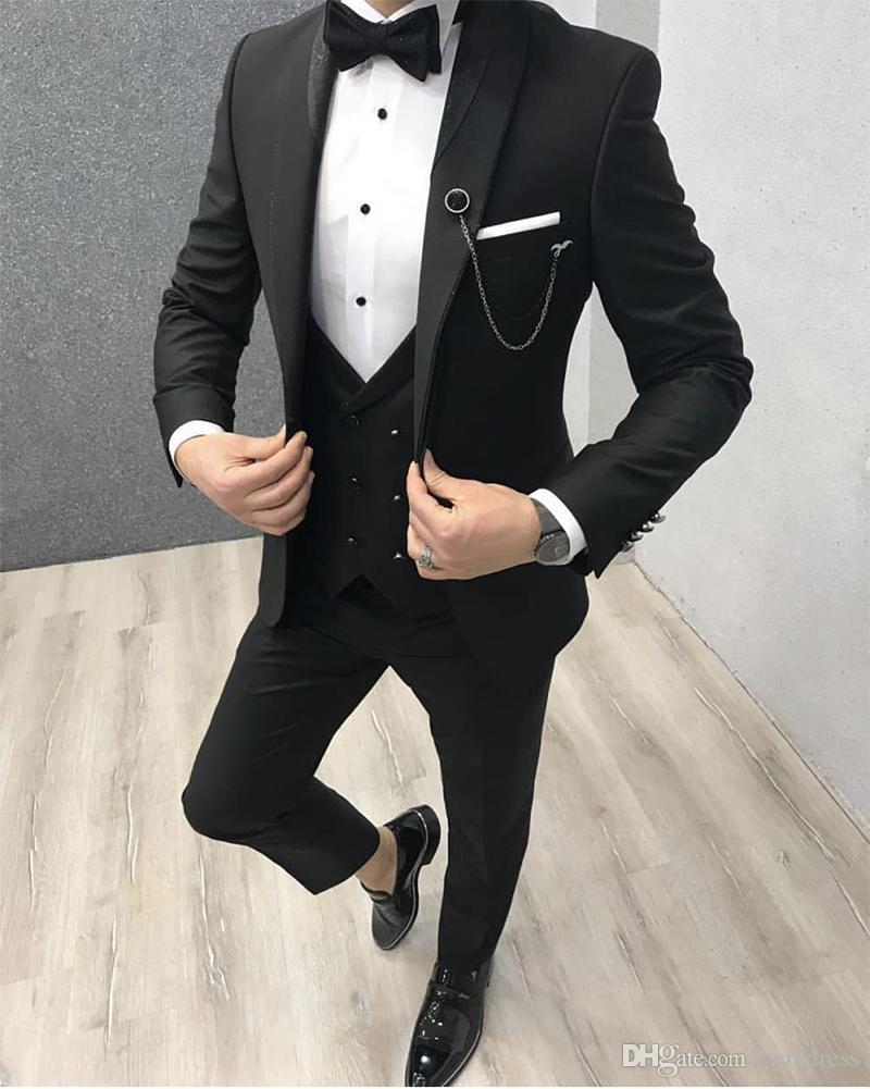 Nuovo Design Nero Groomsmen nozze smoking su ordine Per smoking dello sposo di affari Uomo vestito di Three Piece Suit partito (Jacket + Pants + Vest + Bow)