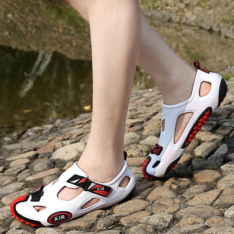 Scarpe multicolore estate dei sandali degli uomini all'aperto Hollow Beach Sandal Crocse Coppia Calzature unisex traspirante Raffreddare Flip Flops