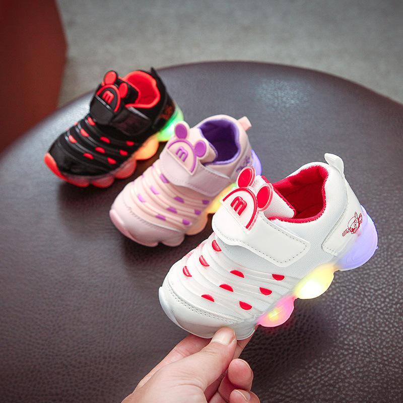New bonito Shinning Moda Bebê bonito Primeiro Walkers remendo Led bebê Sneakers Hot vendas colorido iluminando bebê Meninas Meninos sapatos Y19051504