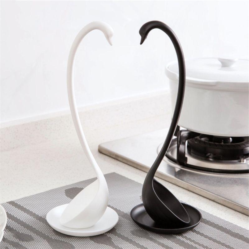 Nueva cisne en forma de la cuchara de sopa Blanco / Negro diseño vertical Especial cisne Cuchara Útil Cocina + platillo Cocinar al por mayor de la herramienta