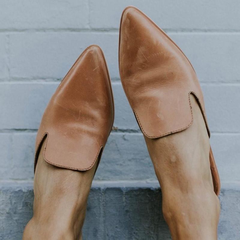 2020 Low Heel Slippers PU Leather Mulheres Moda Mule Sapatos de bico fino Slides Patchwork Sandália das senhoras Zapatos Mujer