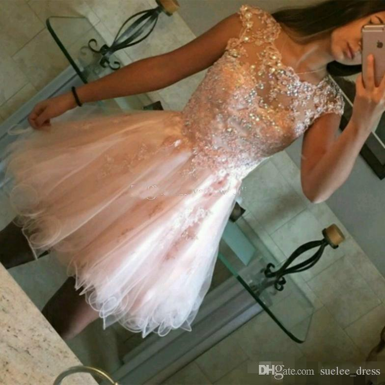 Cute Pink Short Homecoming Dresses Capped Sleeves Scalloped Neckline Lace Applique Luxury Beaded Tulle Custom Made Cocktail Party Gowns