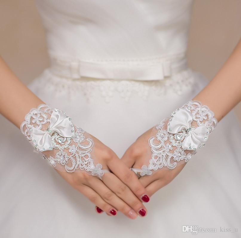 Charming White Ivory Short Wedding Gloves Crystals Beaded Bow Knot Wrist Length Fingerless Lace Bridal Gloves