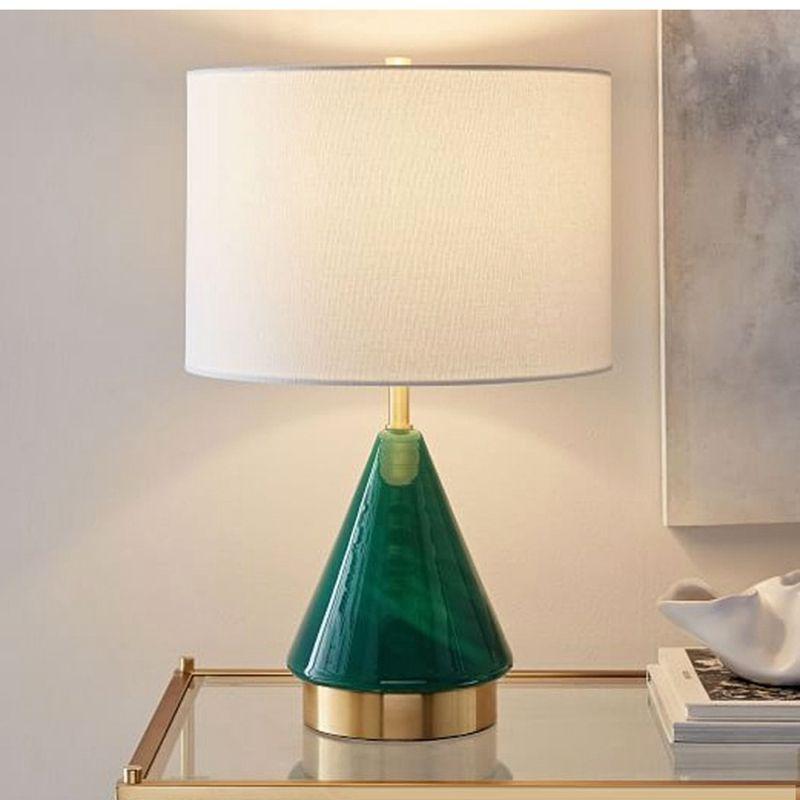 أمريكا الخضراء المثلث زجاج LED الجدول مصباح غرفة نوم السرير الجدول الحد الأدنى مصباح الحديثة ضوء LED لغرفة المعيشة مصباح