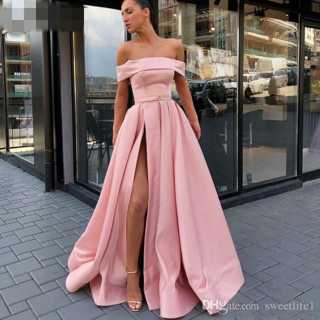 Compre 2019 Venta Caliente Side Split Vestidos Fiesta Fuera Del Hombro Una Línea Vestidos De Noche Longitud Del Piso Vestidos De Fiesta Satén Talla