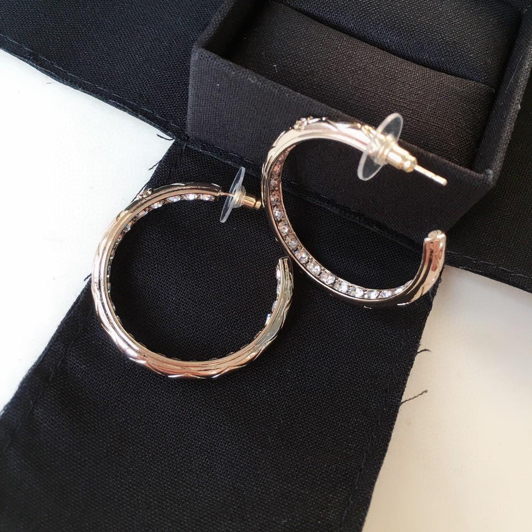 I nuovi orecchini di controllo anello di diamanti Hot signore della moda selvatici orecchini
